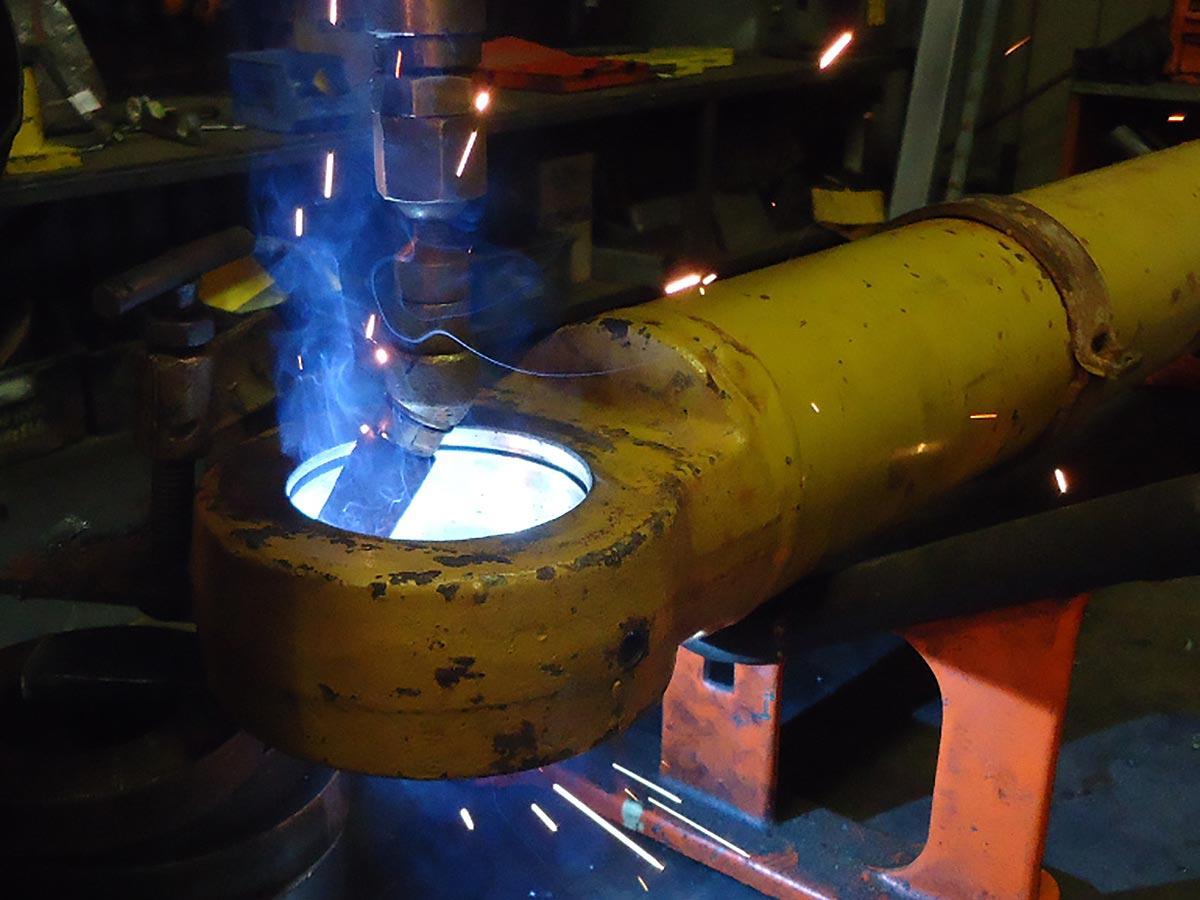 Caterpillar 972G cylinder eye welding